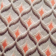 Hand Embroidery Bargello Design on Linen Broderie Bargello, Bargello Needlepoint, Hand Embroidery Stitches, Crochet Stitches, Swedish Weaving, Weaving Patterns, Diy Arts And Crafts, Diy Projects To Try, Needlework