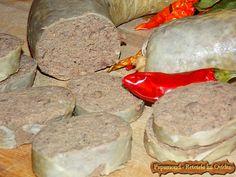 Carnat de ficat - leberwurst - www. Scottish Recipes, Turkish Recipes, Romanian Food, Romanian Recipes, Gordon Ramsey, Smoking Meat, Korean Food, Charcuterie, Love Food