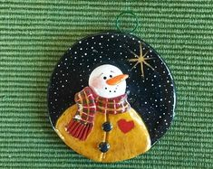 Unique polymer clay designs by Patti Umlauf by JessiesCornerClay Polymer Clay Ornaments, Polymer Clay Christmas, Bird Ornaments, Christmas Ornaments, Family Ornament, Little Valentine, Clay Design, Christmas Paintings, Holiday Crafts