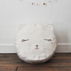 Cat pouf