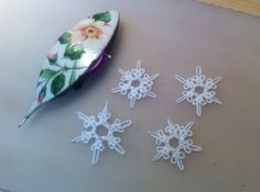 As I mentioned before I wanted a tiny snowflake and here is what I have come up with. They are a bit fiddly to make due to their small size...