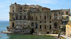 Que faire à Naples, ville à la personnalité bouillonnante ? Découvrez les visites et les activités incontournables à faire à Naples !