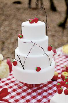 Snow White inspired Bridal shoot cake