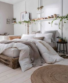 Home Decor 2019 Eco-Friendly & Vegan-Friendly Bedding - The Fine Bedding Company / modern rustikale Einrichtung (Holz & Rattan).Home Decor 2019 Eco-Friendly & Vegan-Friendly Bedding - The Fine Bedding Company / modern rustikale Einrichtung (Holz & Rattan) Simple Bedroom Decor, Home Decor Bedroom, Bedroom Inspo, Bedroom Neutral, Bedroom Furniture, Cozy White Bedroom, Bedroom Inspiration Cozy, Bedroom Themes, Simple Apartment Decor