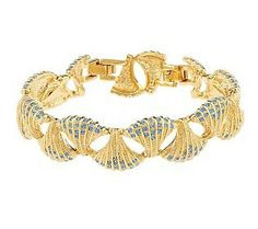 As a little girl, Jackie spent her summers in the Hamptons by the sea, lived in Washington on the Potomac River, and even as an adult lived in New York overlooking the giant reservoir in Central Park. The reservoir was eventually named after her (the Jacqueline Kennedy Onassis Reservoir). Her bracelet adorned with precious Ceylon sapphires in a seashell motif was one of her favorite pieces of jewelry.