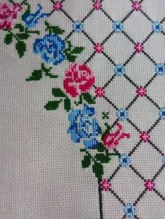 This Pin was discovered by İre Modern Cross Stitch Patterns, Easy Crochet Patterns, Cross Stitch Designs, Embroidery Stitches, Hand Embroidery, Crochet Stitches, Diy And Crafts, Arts And Crafts, Swedish Weaving