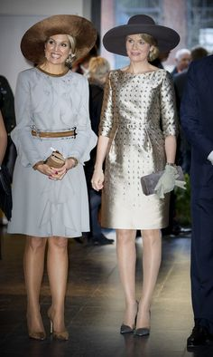 Queen Mathilde of Belgium Photos Photos - Queen Maxima of the Netherlands and Queen Mathilde of Belgium during their visit to the Flemish culture house Bakke Grond on November 28 2016 in Amsterdam, The Netherlands. - Queen Mathilde of Belgium and King Philippe of Belgium On A 3 Day Official Visit In Holland : Day One