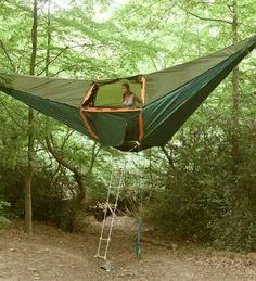 Barraca de camping em formato de rede.