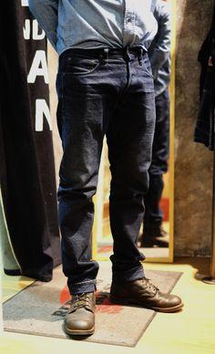 oni ผ้า INDIGO X INDIGO 14OZ เริ่มเฟดสวยแล้วค่ะ ^_^  #secretdenim #Denimio #denim #denimhead  #jeans #selvedge  #selvedgedenim #japanesedenim  #PTCMART