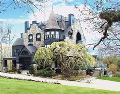Historic landmark on the coast of Maine in Camden. Norumbega Castle exemplifies Victorian architecture & can be used as a private residence or an operating room inn. Beautiful Castles, Beautiful Homes, Beautiful Places, Amazing Places, Tennessee, Camden Maine, Second Empire, Victorian Architecture, Gothic House