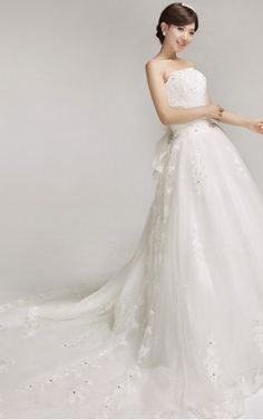 Court Train Strapless Ball Gown Sleeveless bowknot Lace wedding dress for bride