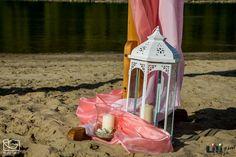 Az óriás fehér lámpás, minden szín mellett , egy egyszerű de látványos kiegészítő. Minden, Beach, Wedding, Valentines Day Weddings, The Beach, Beaches, Weddings, Marriage, Chartreuse Wedding