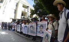 Unos 250 estudiantes de la normal rural de Ayotzinapa, junto con padres de familia de los 43 normalistas desaparecidos, realizaron un mitin frente al Tribunal Superior de Justicia de Guerrero para exigir la presentación con vida de los estudiantes desaparecidos hace casi dos años. Acusaron al gobierno federal, de que a tres días de […]
