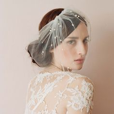 Mini tulle veil with pearls