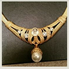 """Necklace  choker  style Beautiful  Gold tone. Really  nice .*** New..never worn, still in Box, makes  a nice """" Just Because """" gift. Accessories"""