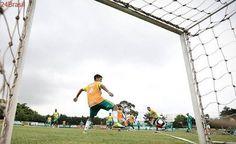 Eduardo Baptista arma Palmeiras para amistoso com Michel Bastos e sem Felipe Melo