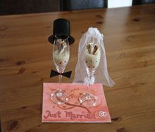 Sektglas-(Braut-)Paar als Geldgeschenk - Anleitung Wedding Gifts, Wedding Ideas, Perfume Bottles, Drop Earrings, Crafts, Painting, Inspiration, Gift, Champagne Glasses Wedding