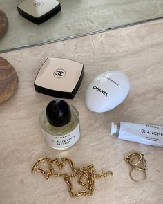 The Ultimate Beauty Gift Guide for Christmas 2019 Chanel Make-up, Chanel Beauty, Chanel Fashion, Fashion Fashion, Fashion Women, Fashion Ideas, Fashion Beauty, Fashion Tips, Beauty Essentials