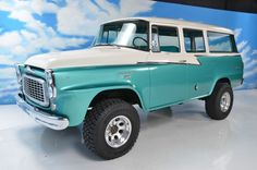 1959 International Harvester Travelall 4x4  I want this color on my Scout.  Wish I knew what it is...