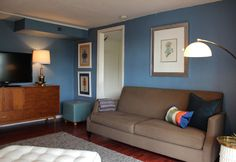 Blue walls with light brown couch Small Lounge Rooms, Small Living Room Design, Decorating Small Spaces, My Living Room, Home And Living, Living Room Designs, Living Spaces, Apartment Design, Apartment Living