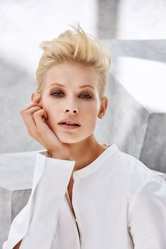 Hair color is reinvented with overlapping, blurred chromatic lines. Perfect Blonde, Female Character Inspiration, Fashion Images, Female Characters, Concept, Mens Tops, Hair Color, Collections, Victoria