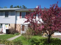 FOR SALE...WHY RENT WHEN YOU CAN BUY....THIS  TOWN HOME MOVE IN CONDITION..CLOSE TO DE, PA AND COMMUTER CORRIDOR I-95....$99,000. OFFERS WELCOME...