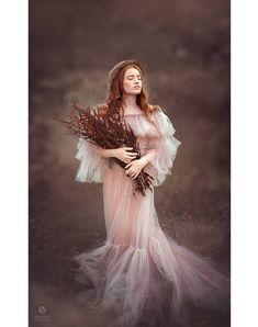 09781845564ac LEILA Maternity Dress for Photoshoot or Babyshower | Etsy Schlafzimmer,  Schwangerschaftsfotorequisiten, Umstandsroben, Tüllkleid