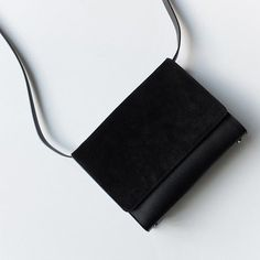 Minimalist Bags - My Minimalist Living Look Fashion, Fashion Bags, My Bags, Purses And Bags, Minimalist Chic, Branded Bags, Cute Bags, Mode Inspiration, Bag Accessories