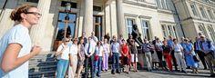 Kunsthistorikerin Alexa Riederer von Paar (li.) führte die Juristen, die am Rahmenprogramm des 71. Deutschen Juristentages in Essen teilnahmen, durch Park und Villa Hügel.