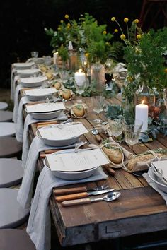 If you've seen Francis Mallman's episode of Chef's Table on Netflix, then you know how absolutely enchanting al fresco dining can be. Nothing says summer like throwing an outdoor dinner party. Even the most rustic cooking techniques can extra chic when di Francis Mallman, Beautiful Table Settings, Al Fresco Dining, Partys, Decoration Table, Italian Table Decorations, Summer Table Decorations, Dinner Party Decorations, Vintage Decoration Party