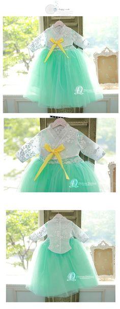 Korean Hanbok, Korean Dress, Korean Fashion, Kids Fashion, Women's Fashion, Nice Dresses, Flower Girl Dresses, Pics Art, Quarter Sleeve