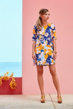 MAUI TINA DRESS  Cropped sleeve A-line shift dressThis product is made from 100% Rayon/Viscose and is machine washable (for full care instructions please see our product care page)The model is 175cm tall and wearing a size 8The length of this style increases by 2cm per sizePrint position will varyFor help with size and fit, please contact online@misterzimi.com or call (03)9576 2645