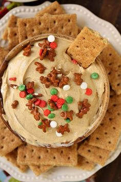 Gingerbread Cheesecake Dip is always a party favorite for the holidays. Make it for your next holiday get together and I guarantee you'll be the most popular person in the room! Christmas Potluck, Christmas Party Food, Noel Christmas, Christmas Desserts, Christmas Baking, Christmas Appetizers, Christmas Ideas, Christmas 2019, Christmas Picks