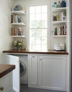 stacked laundry with small counter area | Rangement buanderie en quelques idées pratiques