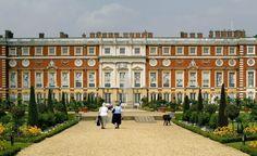 Christopher Wren. Hampton Court