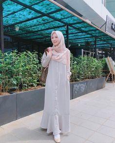Fashion Mumblr, Modern Hijab Fashion, Hijab Fashion Inspiration, Abaya Fashion, Muslim Fashion, Modest Fashion, Denim Fashion, Hijab Gown, Hijab Style Dress