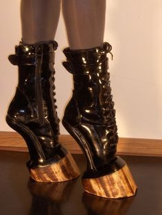 More creepy weird ass shoes! Hell on Hooves ~ BDSM, Patent Leather boots. Funky Shoes, Crazy Shoes, Me Too Shoes, Weird Shoes, Crazy High Heels, Nike High Heels, Unique Shoes, Shoe Art, Art Shoes