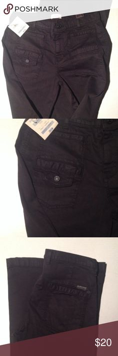7 For All Man Kind black jeans🎯 NWT New with tags. These are flair leg style. Cute double front pockets on front and two back pockets. Inseam is 34. And rise is 9, I believe these are an older style. 7 For All Mankind Pants Boot Cut & Flare