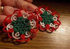 Kokárda1, Dekoráció, Dísz, Csomózás, Csipkekészítés, Hajócsipke technikával készült kokárda. Egyik kedvencem.  5 cm  , Meska Tatting, Diy And Crafts, Crochet Earrings, Holidays, Halloween, Google, Christmas, Necklaces, Crocheted Lace