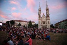 Mii de timisoreni au venit sa vada concertul Filarmonicii Banatul din Piata Balcescu Tower Bridge, Dolores Park, Concert, Travel, Viajes, Trips, Concerts, Traveling, Tourism