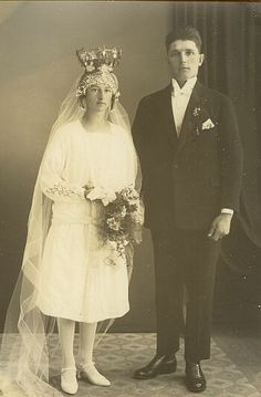 Is it a bridal crown from Bjuråker Church (Hälsingland) she is wearing? her gown is very 1920'ies. http://www.genealogi.se/portratt/comment.php?id=75969
