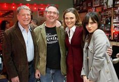 BTS - Emily with Zooey and Ryan O'Neal and Hart Hanson on the set of BONES