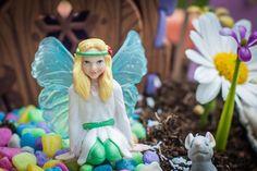 My Fairy Garden is een magisch nieuw product voor binnen én buiten waarmee kinderen hun eigen sprookjestuin kunnen creëren. Het stimuleert om buiten te spelen en de natuur te ontdekken. Tegelijkertijd stimuleert My Fairy Garden creativiteit en knutselen. Ontmoet de drie My Fairy Garden elfjes: Blossom, Belle en Lily. Creëer je eigen magische sprookjestuin. Speel met elfjes, ontwikkel je creativiteit en leer alles over de natuur. Geschikt voor kinderen vanaf 4 jaar. MyFairyGarden
