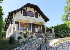 La Maison de Proméry   France Haute-Savoie Rhône Valley - Alps. Stunning alpine views from this sunny house, great in all seasons - ski, swim, hike, then watch the sun set over Annecy from your terrace