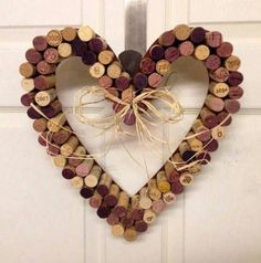 100 Used Wine Corks Natural Wine Corks Red and White, bulk wine cork, Wine Cork for Crafts, Upcycle - DIY Wine Cork Crafts. This is a super simple project with some hot glue and - Wine Craft, Wine Cork Crafts, Wine Bottle Crafts, Crafts With Corks, Wine Bottles, Wine Cork Wreath, Wine Cork Art, Diy Wanddekorationen, Diy Crafts