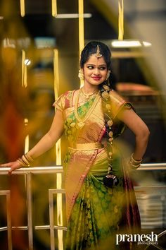 Traditional Southern Indian bride wearing bridal saree, jewellery and hairstyle. Indian Bridal Fashion, Indian Bridal Makeup, Indian Bridal Wear, Indian Wear, South Indian Wedding Saree, Saree Wedding, Wedding Bride, Indian Weddings, Bridal Sarees