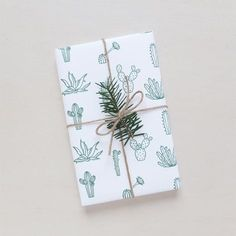 Papier cadeau | Wrapping paper Botanic via Audrey Jeanne. Click on the image to see more!