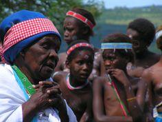Jong Xhosa-meisies gaan ook tydens puberteit deur 'n inisiasie, waartydens hulle onder meer deur ouer vroue onderrig word in die tradisies en kultuur van die stam
