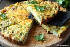 A quick, healthy meal under 60 calories, Crustless Asparagus Quiche. Yum! #lowcalorie #asparagus #crustlessquiche