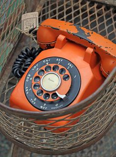 Vintage orange rotary phone love this! Can it be wall mounted? Orange Grey, Orange Is The New Black, Orange Color, Burnt Orange, Telephone Vintage, Vintage Phones, Orange Aesthetic, Aesthetic Vintage, Rainbow Aesthetic